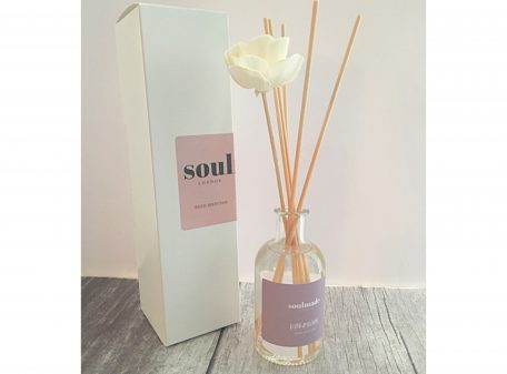 Reed diffuser with flower stick
